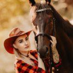 Před ranním focením vypusťte koně na pastvu!